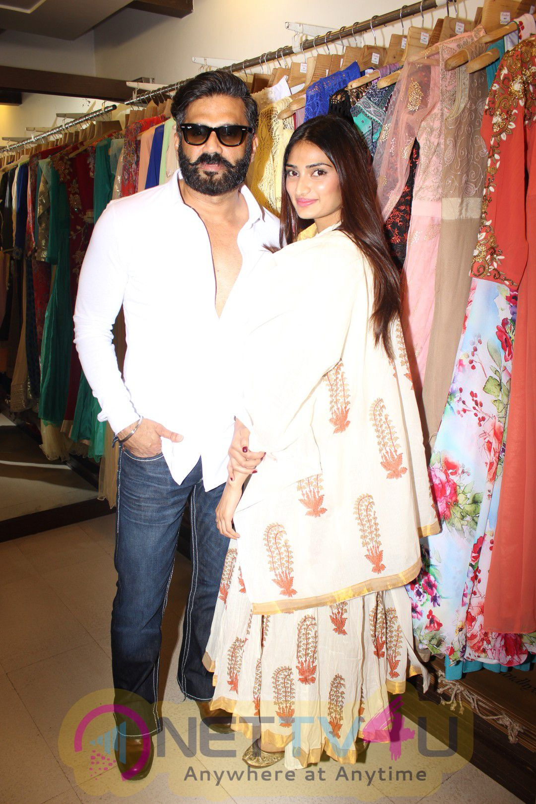 Suniel Shetty & Athiya Shetty Visits Exhibition Extraordinary Photos