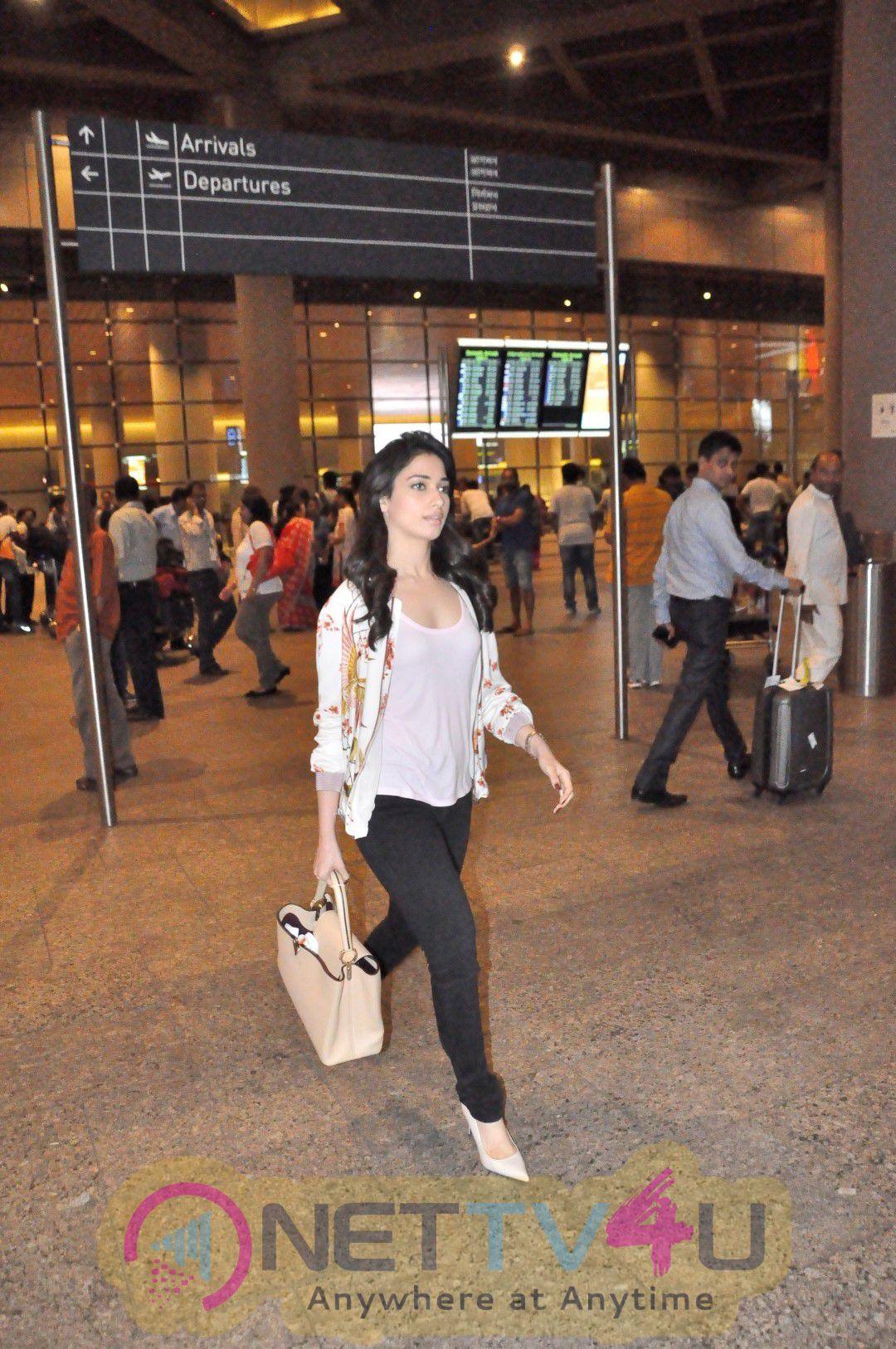Tamannaah Bhatia Spoted On Airport Gorgeous Photos