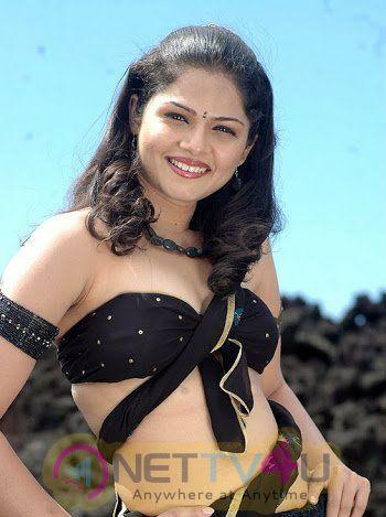 Tamil Actress Anuya Bhagvath Latest Beauteous Photos