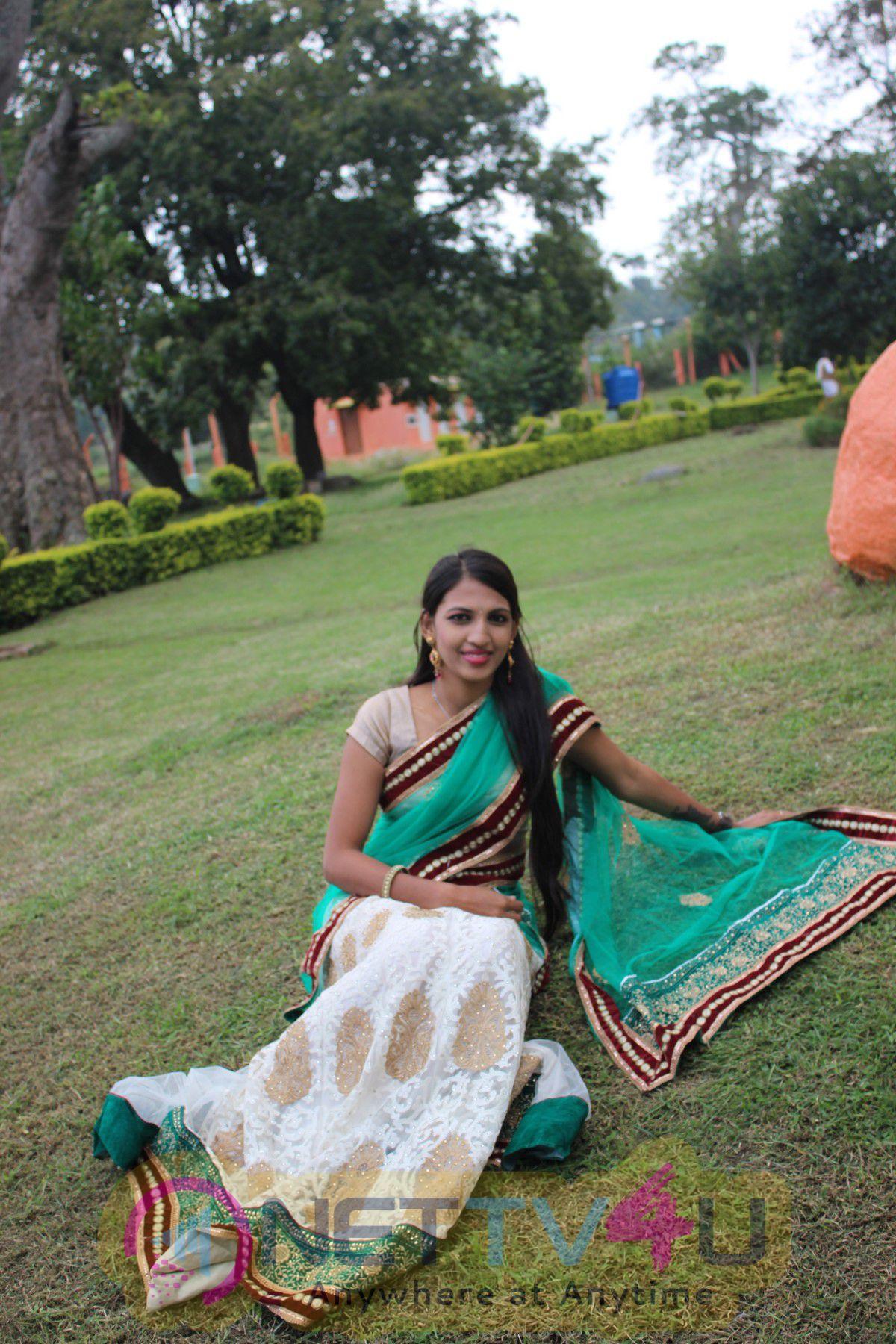 Tamil Movie Kasu Iruntha Delightful Stills