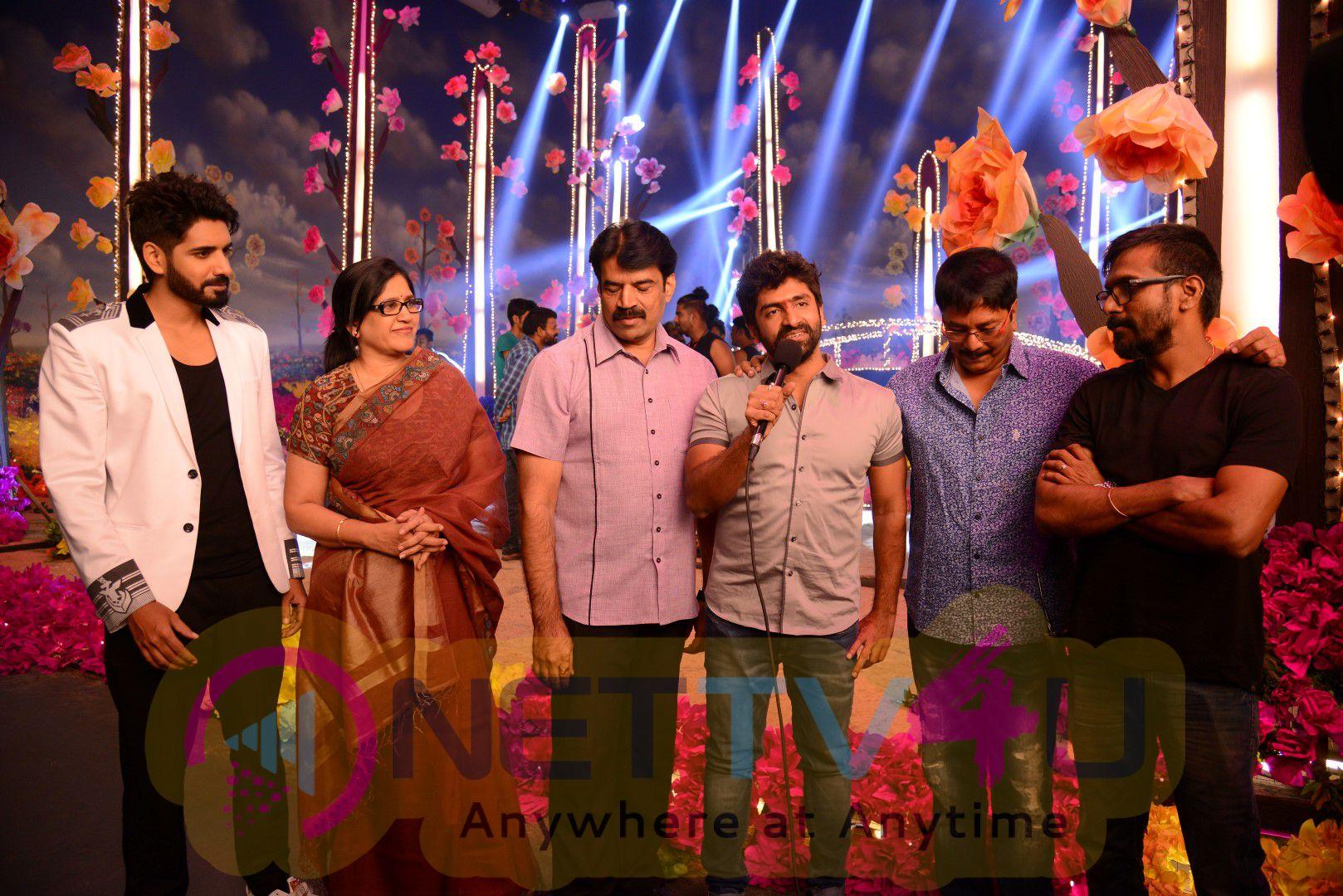 Telugu Movie Aatadukundam Raa Akhil Song Stills