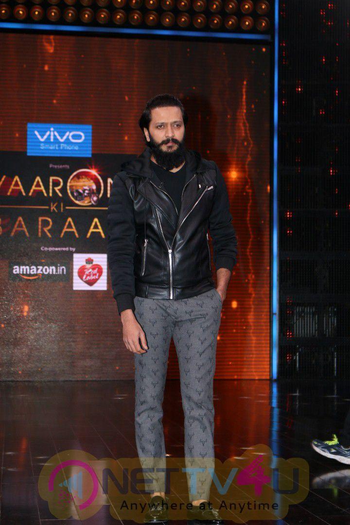 The Set Of Yaaron Ki Baraat Show With Ajay Devgan,Abhishek Bachchan, Sanjay Dutt & Riteish Deshmukh Stills