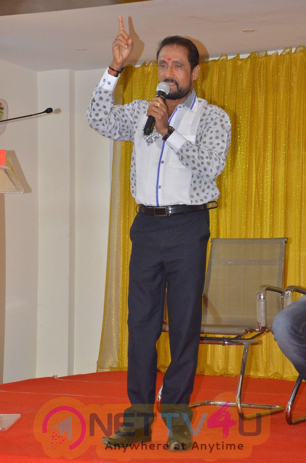 Thiraikku Varadha Kadhai Press Meet Exclusive Photos