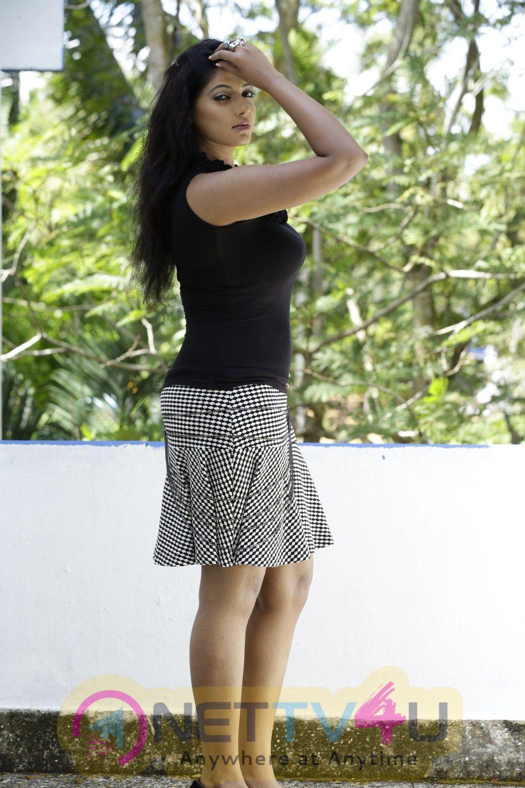 Thiraikku Varatha Kathai Tamil Movie Exclusive Photos