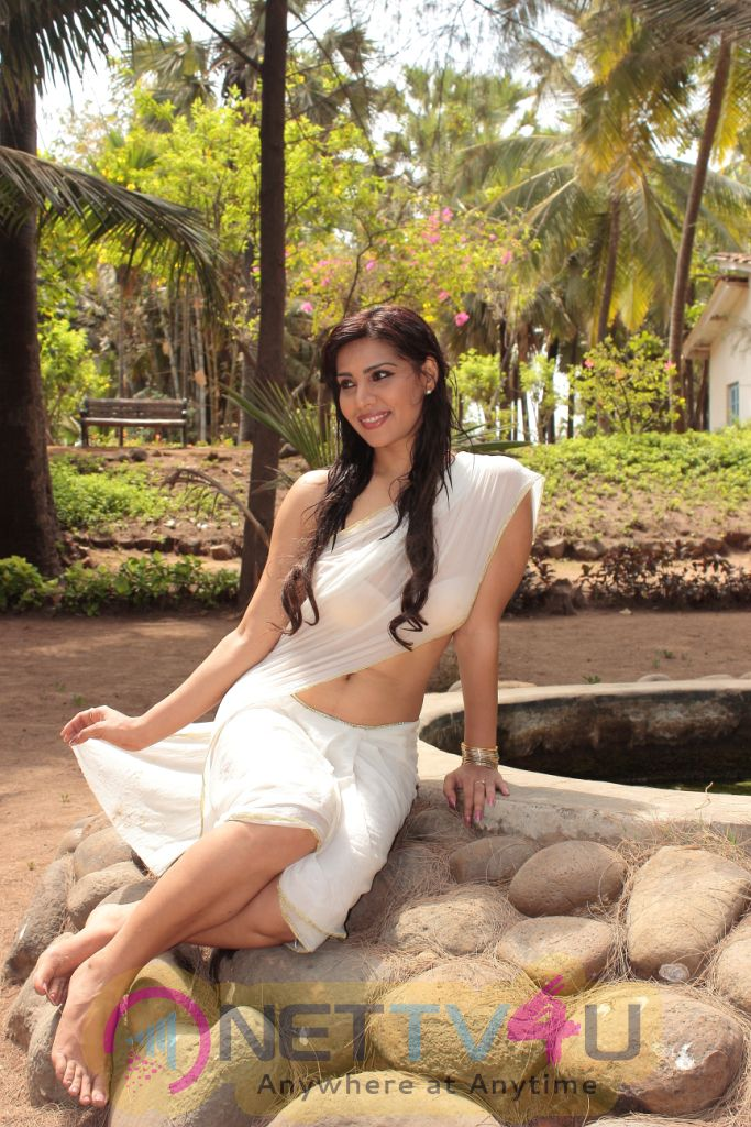 Tamil Actress Anjana Exclusive Hot Photo Shoot Stills
