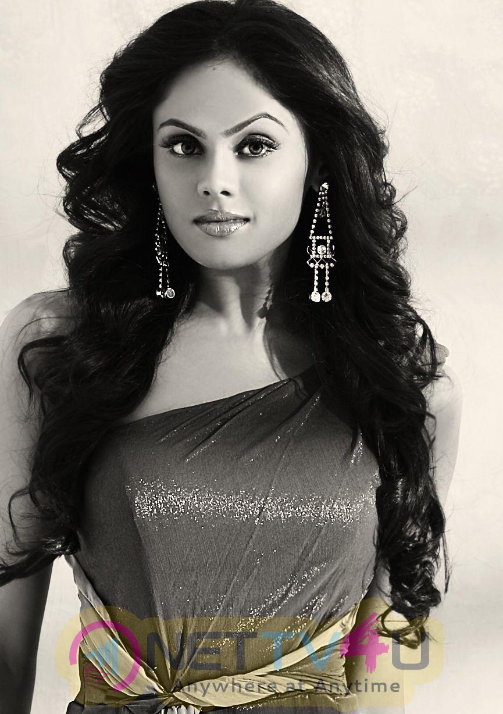 Tamil Actress Karthika Nair Gallery Stills Images Clips