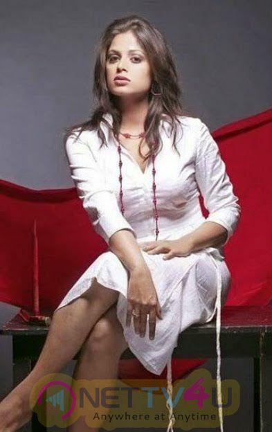 Tamil Actress Sindhu Menon Latest Hot Phoot Shoot Stills