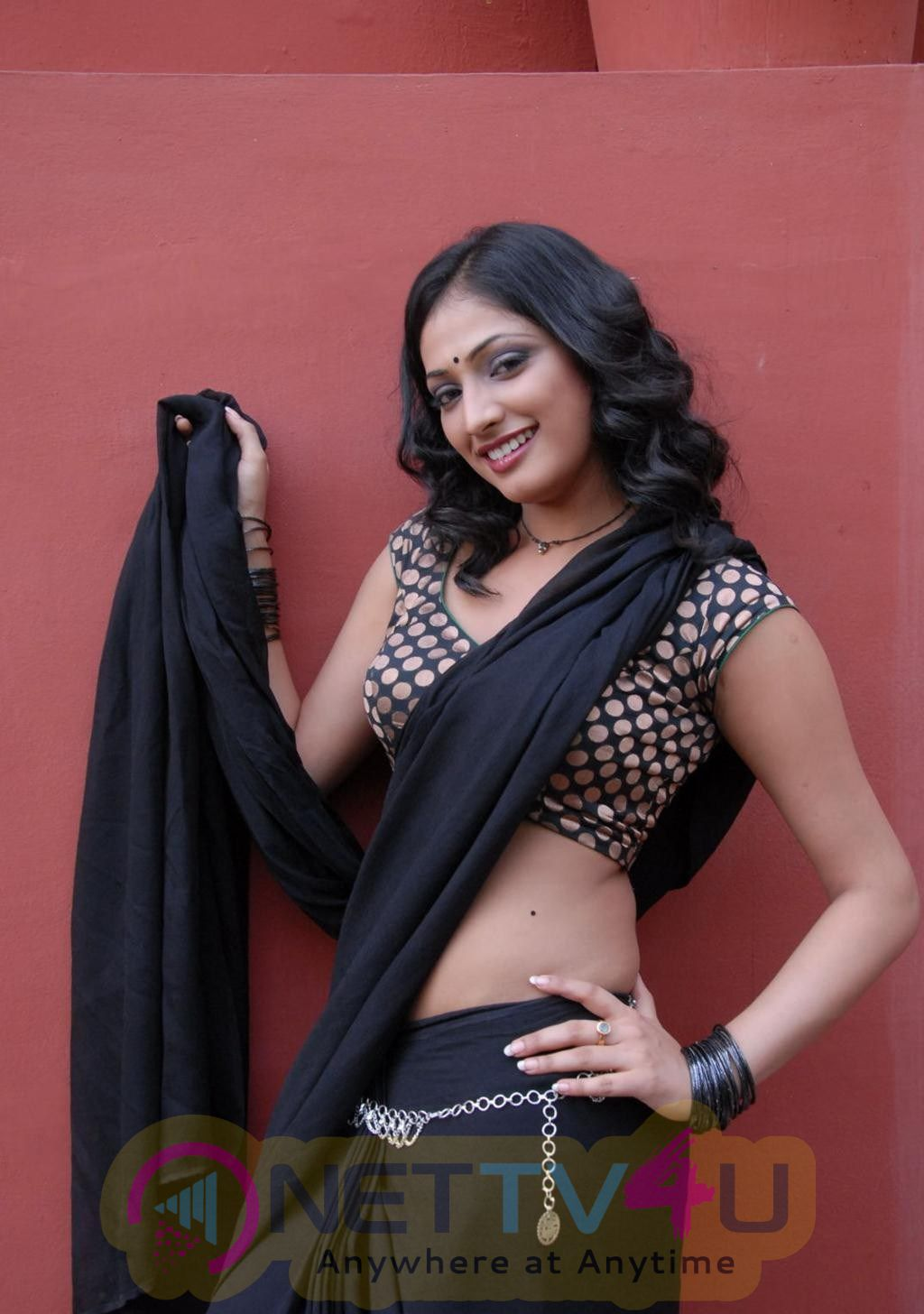 Telugu Actress Hri Priya Hot Latest Saree Stills & High Quality Photos