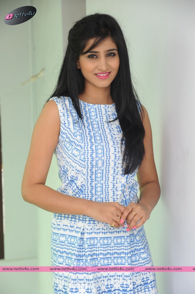 Telugu Actress Shamili Cute Photos