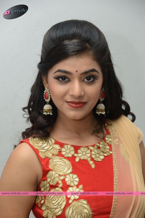 Telugu Actress Yamini Bhaskar Cute Photo Gallery