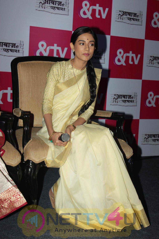 The Biggest Musical Rivalry Commences On TV With Meri Awaaz Hi Pehchaan Hai Stills
