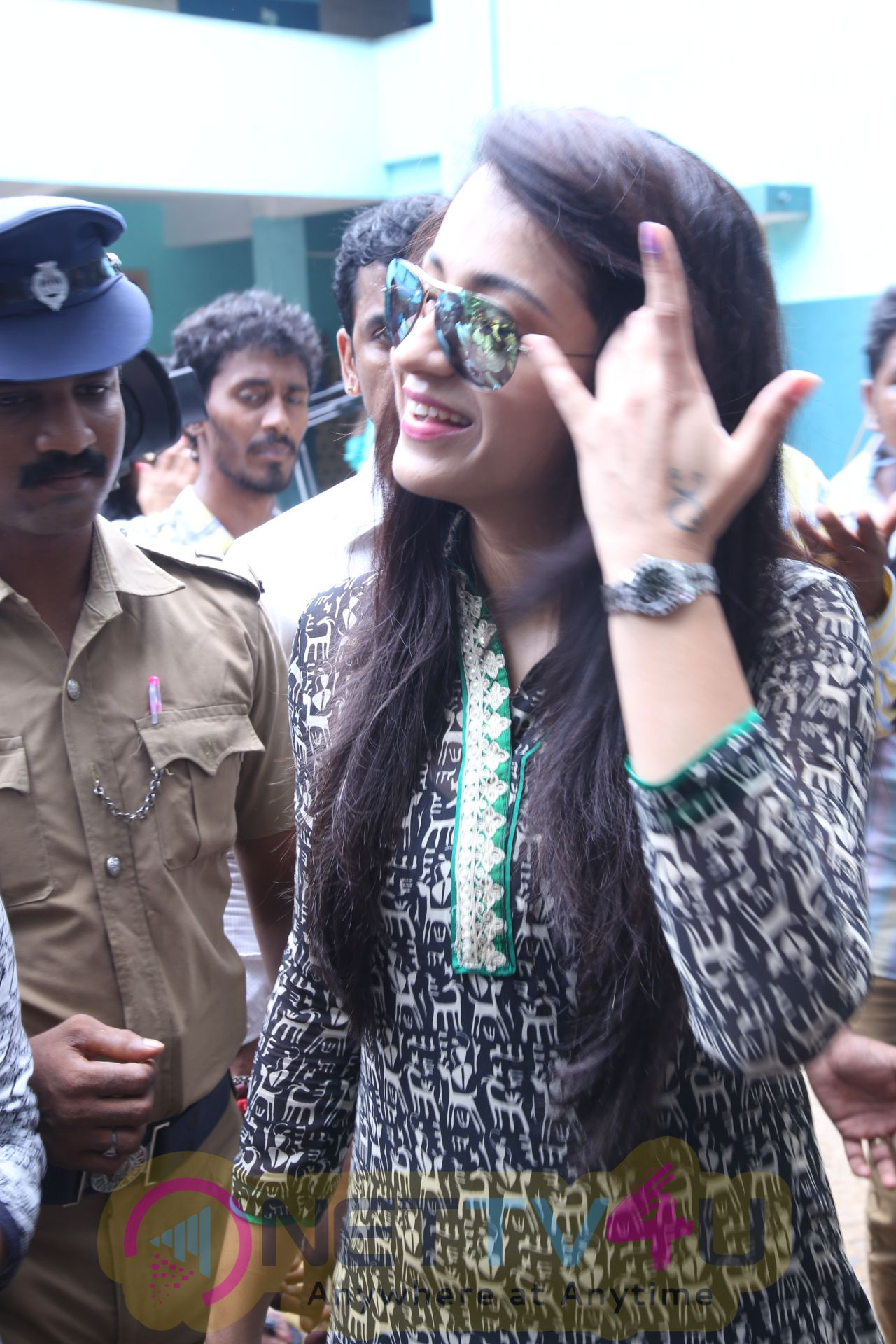 Trisha Krishnan Cast Her Vote HD Pics
