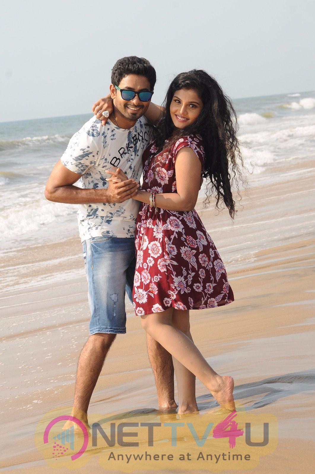 Unnodu Ka Tamil Movie Woring & Latest Stills