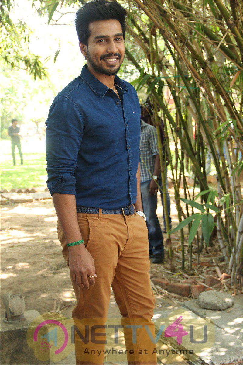 Velainu Vandhutta Vellaikaaran Movie Press Meet Beauteous Photos