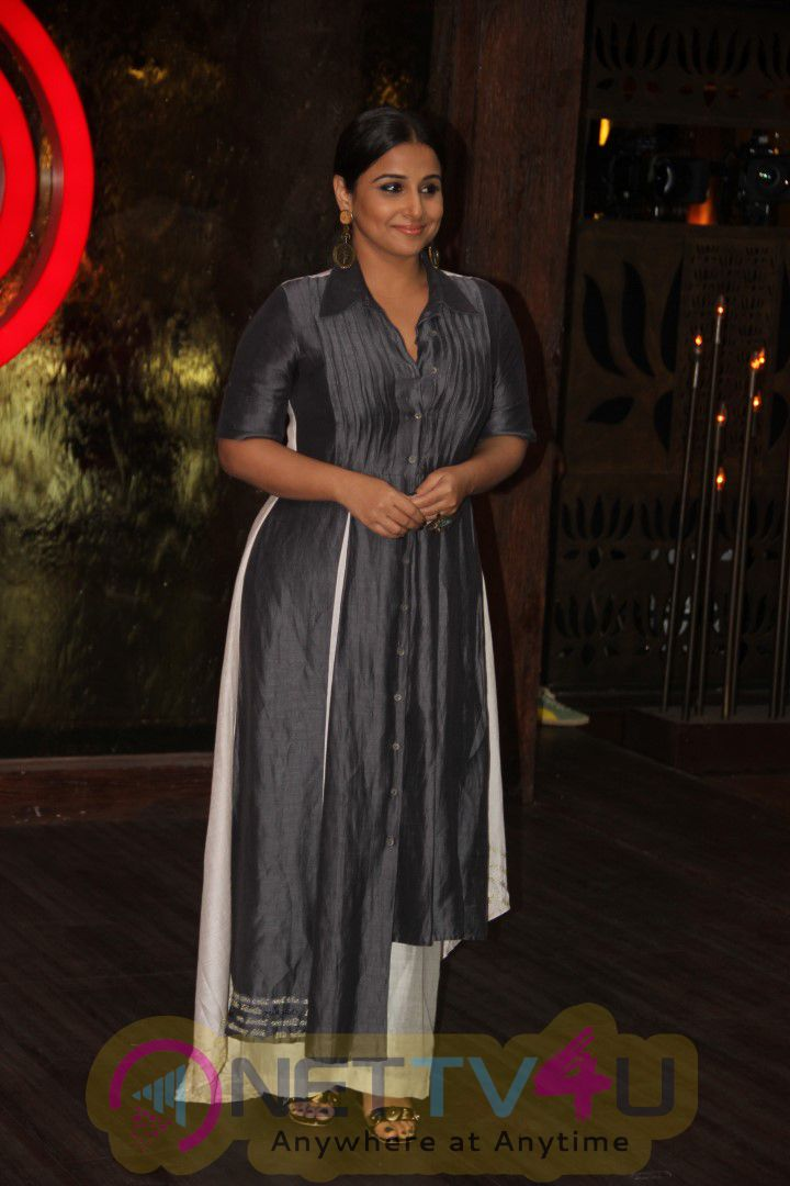 Vidya Balan As She Visits The Sets Of MasterChef India Photos