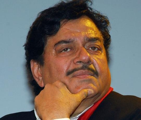 Veteran Actor Shatrughan Sinha Opposes Aamir Khan!