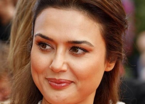 Why Preity Walked Out From Bhaiyyaji Superhitt ..