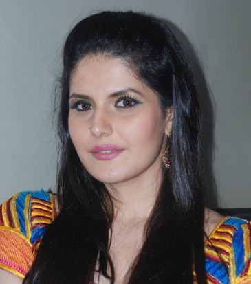 Zarine Khan Replaced Kangana! Read Here To Know The Reason!